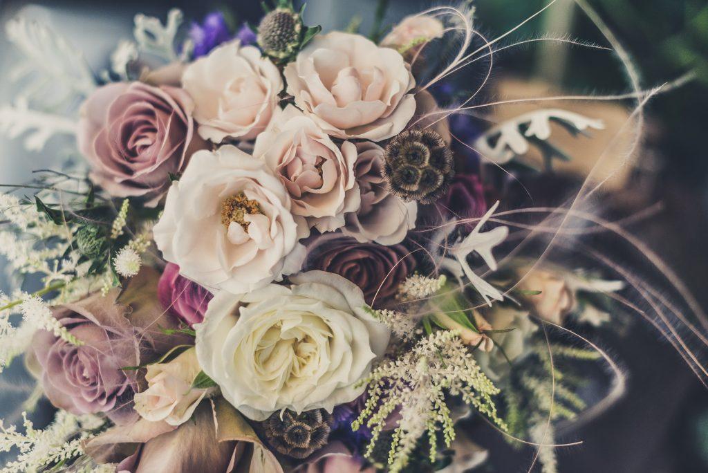 Skicka blommor med blombud i hela Sverige